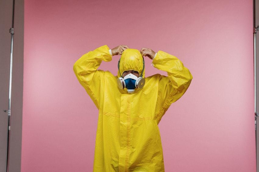 За счет страховых взносов  можно возмещать расходы на защитные маски и перчатки